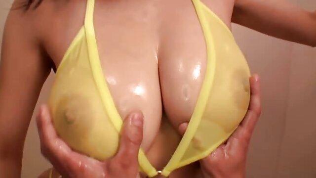 Veronica magyar csajok penzert basznak Leal maszturbál, hogy felkészüljenek a dupla behatolás.