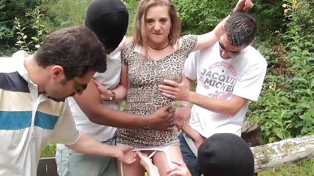 Egy transzszexuális magyar amatőrszex teljesen lelökte a farkát.