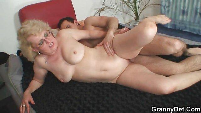 Lány Daisy Taylor szeret dugni a magyar sex inda munkahelyen.